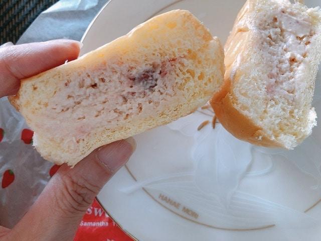 サマンサタバサのスイーツバーガーまるごと苺の断面写真